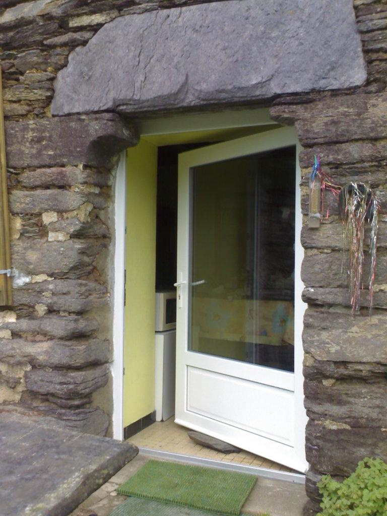 Installation d'une porte fenêtre - Artisan Bernard Bindé Beignon